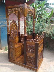 Mimbar Khutbah Masjid Kaligrafi